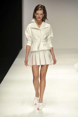 Clothing, Brown, Skin, Sleeve, Fashion show, Human leg, Shoulder, Joint, White, Fashion model,