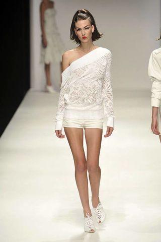 Clothing, Leg, Sleeve, Skin, Human leg, Human body, Shoulder, Fashion show, Textile, Joint,
