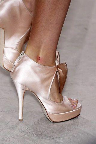 Footwear, High heels, Brown, Shoe, Joint, White, Sandal, Tan, Beauty, Fashion,