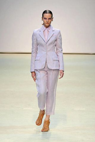 Clothing, Fashion show, Sleeve, Human body, Collar, Shoulder, Runway, Joint, Outerwear, Coat,