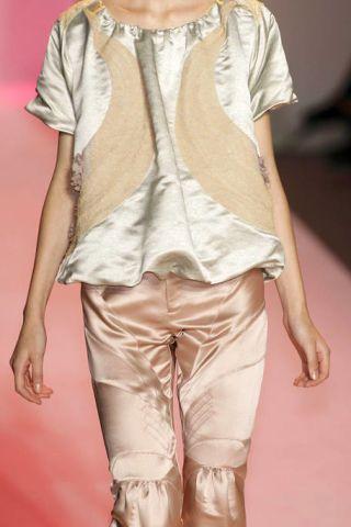 Brown, Sleeve, Shoulder, Textile, Joint, Khaki, Fashion, Neck, Beige, Tan,