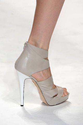 Footwear, Brown, Human leg, High heels, Joint, Sandal, Tan, Foot, Fashion, Beige,