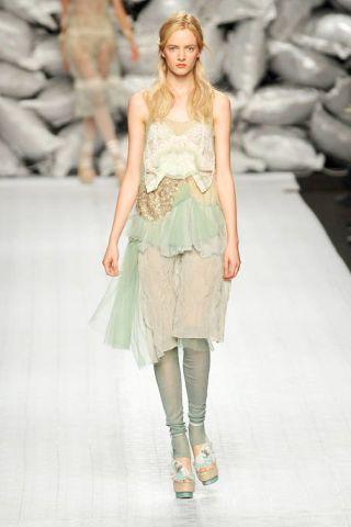 Clothing, Leg, Fashion show, Shoulder, Runway, Human leg, Joint, Fashion model, Style, Waist,