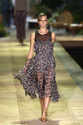 Clothing, Shoulder, Dress, Human leg, Joint, Style, One-piece garment, Summer, Fashion model, Street fashion,