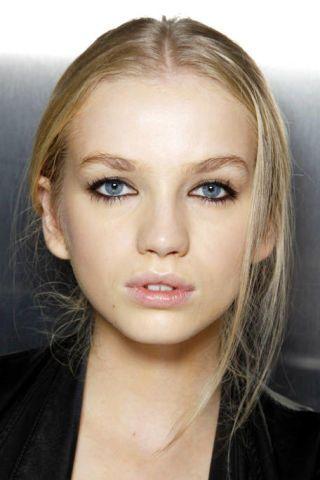 Hair, Face, Nose, Mouth, Lip, Cheek, Brown, Hairstyle, Eye, Skin,