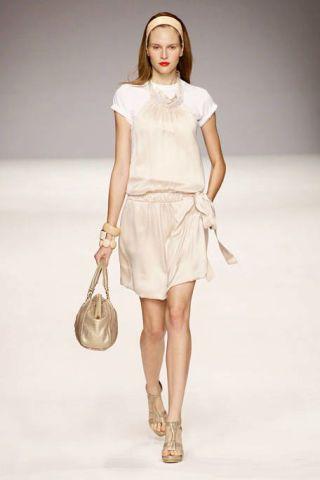 Clothing, Brown, Product, Sleeve, Shoulder, Textile, Joint, Human leg, Khaki, White,