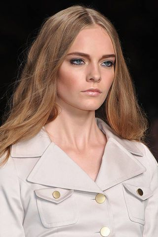 Lip, Hairstyle, Collar, Dress shirt, Sleeve, Skin, Chin, Forehead, Eyebrow, Style,