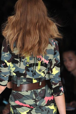 Military camouflage, Camouflage, Hairstyle, Sleeve, Pattern, Uniform, Style, Fashion, Waist, Street fashion,