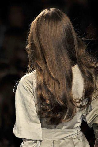 Hairstyle, Sleeve, White, Style, Long hair, Back, Beauty, Fashion, Street fashion, Brown hair,