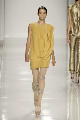 Brown, Yellow, Sleeve, Shoulder, Human leg, Joint, Fashion show, Style, Fashion model, Knee,