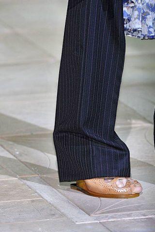 Brown, Human leg, Floor, Flooring, Grey, Tan, Beige, Ankle, Natural material, Dress shoe,