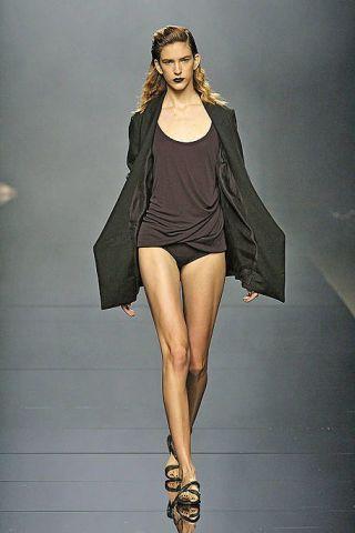 Clothing, Leg, Sleeve, Human leg, Shoulder, Joint, Style, Fashion model, Fashion show, Knee,