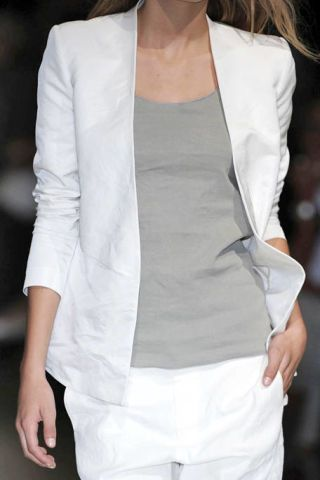 Sleeve, Shoulder, Textile, Joint, White, Style, Fashion, Neck, Street fashion, Grey,