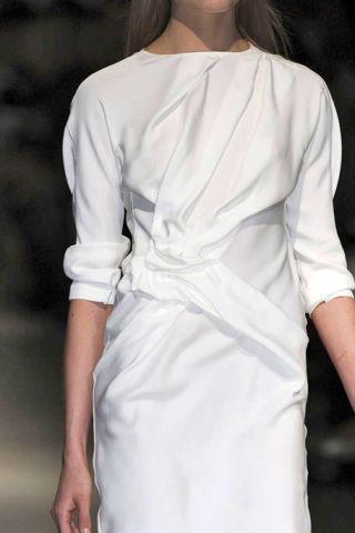 Hairstyle, Sleeve, Shoulder, Textile, Joint, White, Style, Fashion, Back, Street fashion,