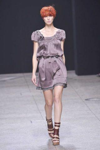 Clothing, Sleeve, Dress, Shoulder, Human leg, Joint, Fashion model, Fashion show, Style, Formal wear,