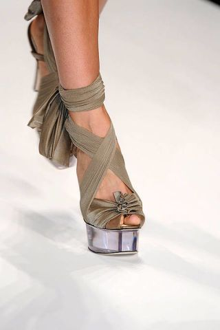 Human leg, Joint, Fashion, Knee, Foot, Silver, Ankle, Body jewelry, See-through clothing, Toe,