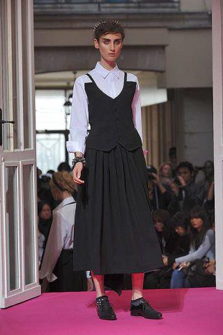 Clothing, Shoulder, Fashion show, Outerwear, Formal wear, Fashion model, Style, Street fashion, Fashion, Carpet,