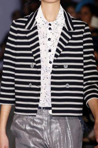 Sleeve, Collar, Style, Street fashion, Fashion model, Fashion, Fashion show, Beige, Button, Fashion design,