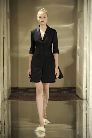 Sleeve, Collar, Shoulder, Human leg, Dress, Joint, Formal wear, Style, One-piece garment, Knee,