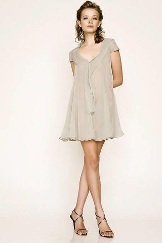 Clothing, Leg, Sleeve, Human leg, Shoulder, Photograph, Standing, Joint, Dress, White,