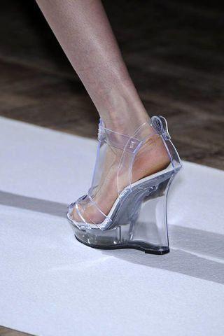 Human leg, Joint, Sandal, Fashion, Foot, Tan, Grey, Composite material, Bridal shoe, Metal,