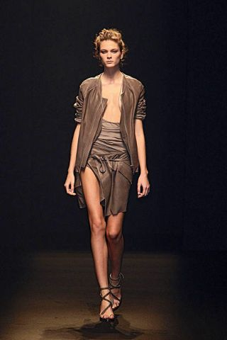 Brown, Sleeve, Shoulder, Human leg, Fashion show, Joint, Runway, Style, Waist, Fashion model,