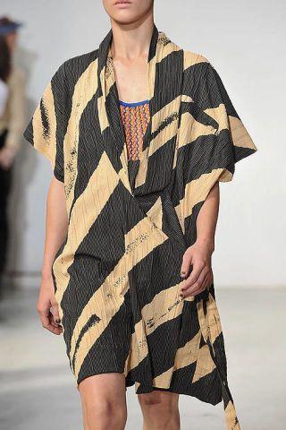 Sleeve, Human body, Shoulder, Pattern, Joint, Fashion show, Fashion model, One-piece garment, Street fashion, Fashion,