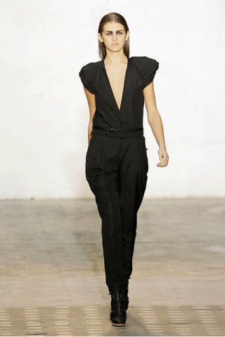 Clothing, Sleeve, Human body, Shoulder, Standing, Joint, Fashion show, Style, Formal wear, Fashion model,