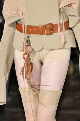 Sleeve, Human leg, Textile, Joint, White, Standing, Knee, Thigh, Uniform, Fashion,