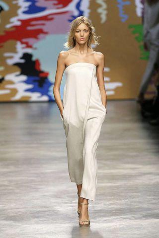 Fashion show, Shoulder, Joint, Runway, Dress, Style, Fashion model, Waist, Fashion, Neck,