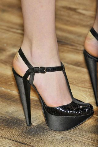 Footwear, Human leg, High heels, Joint, Sandal, Foot, Fashion, Black, Tan, Toe,