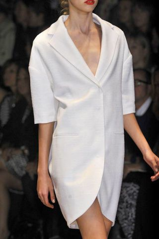 Clothing, Fashion show, Lip, Sleeve, Event, Shoulder, Fashion model, Joint, Runway, Style,