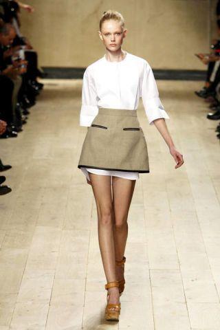 Leg, Brown, Sleeve, Human leg, Shoulder, Photograph, Joint, White, Fashion show, Style,