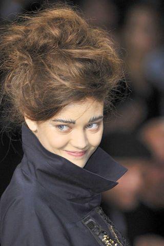 Lip, Hairstyle, Chin, Eyebrow, Style, Eyelash, Street fashion, Fashion model, Earrings, Eye liner,