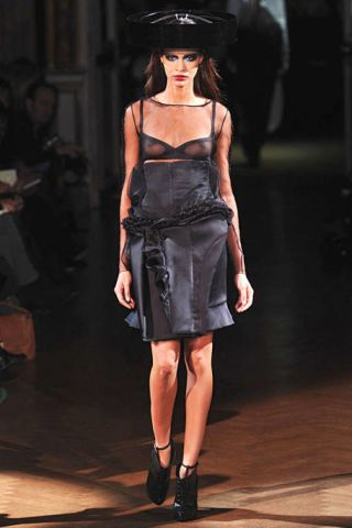 Clothing, Shoulder, Fashion show, Joint, Dress, Style, Waist, Fashion model, Hat, Runway,