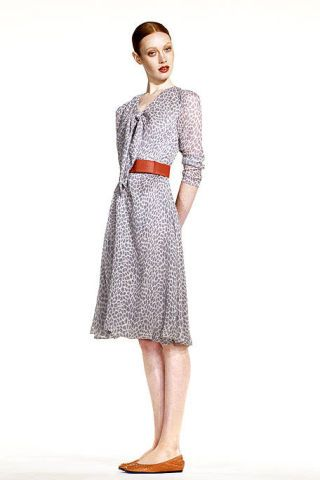 Clothing, Sleeve, Shoulder, Textile, Collar, Standing, Joint, Style, One-piece garment, Pattern,