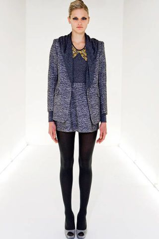 Leg, Sleeve, Shoulder, Textile, Standing, Joint, Outerwear, Style, Collar, Knee,
