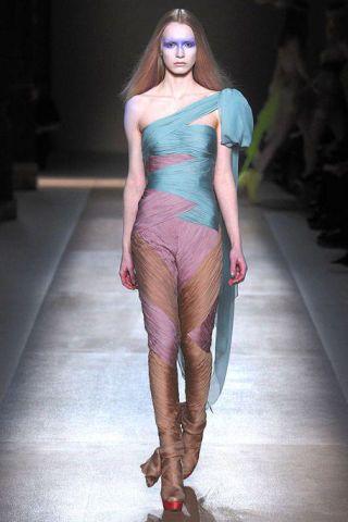 Leg, Lip, Fashion show, Shoulder, Runway, Joint, Human leg, Fashion model, Style, Waist,