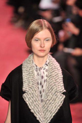 Lip, Hairstyle, Textile, Style, Fashion show, Street fashion, Eyelash, Fashion model, Fashion, Neck,