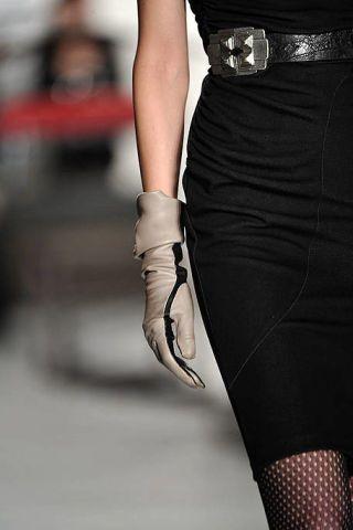 Human leg, Joint, Style, Dress, Fashion, Waist, Black, Knee, One-piece garment, Fashion model,