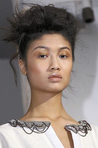 Hair, Lip, Hairstyle, Chin, Forehead, Eyebrow, Eyelash, Style, Black hair, Fashion,