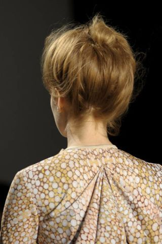 Ear, Hairstyle, Shoulder, Joint, Style, Back, Fashion, Neck, Blond, Bun,