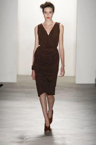 Leg, Human leg, Shoulder, Dress, Joint, One-piece garment, Style, Waist, Cocktail dress, Formal wear,
