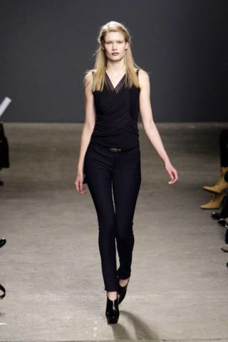Clothing, Sleeve, Shoulder, Joint, Standing, Formal wear, Style, Fashion show, Waist, Knee,