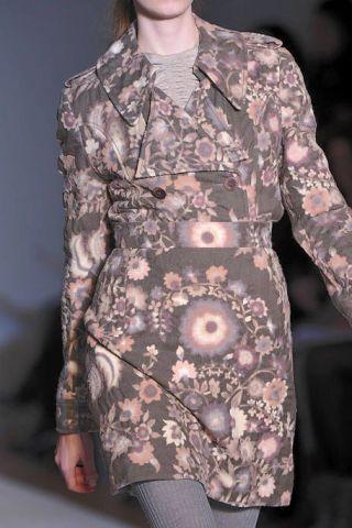 Sleeve, Shoulder, Pattern, Textile, Joint, Street fashion, Fashion, Dress, Neck, Fashion model,