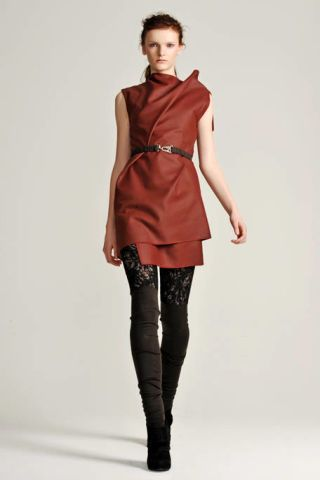 Brown, Sleeve, Human body, Shoulder, Textile, Joint, Style, Fashion model, Knee, Collar,