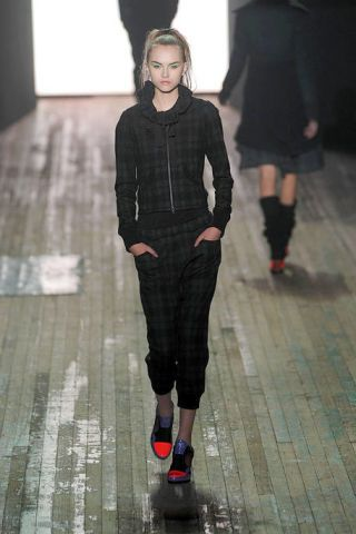 Leg, Brown, Floor, Sleeve, Flooring, Shoulder, Joint, Standing, White, Style,