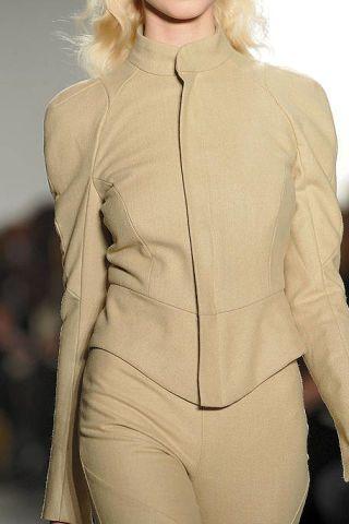 Sleeve, Shoulder, Textile, Joint, White, Beige, Blazer, Waist, Blond, Chest,