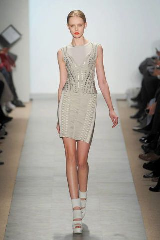 Footwear, Shoulder, Dress, Fashion show, Joint, Human leg, One-piece garment, Style, Waist, Runway,