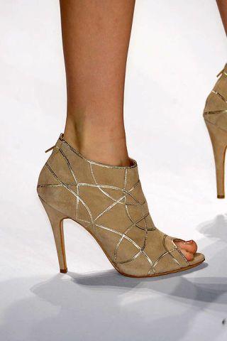 Leg, Brown, Human leg, Joint, Tan, Foot, Fashion, High heels, Toe, Sandal,